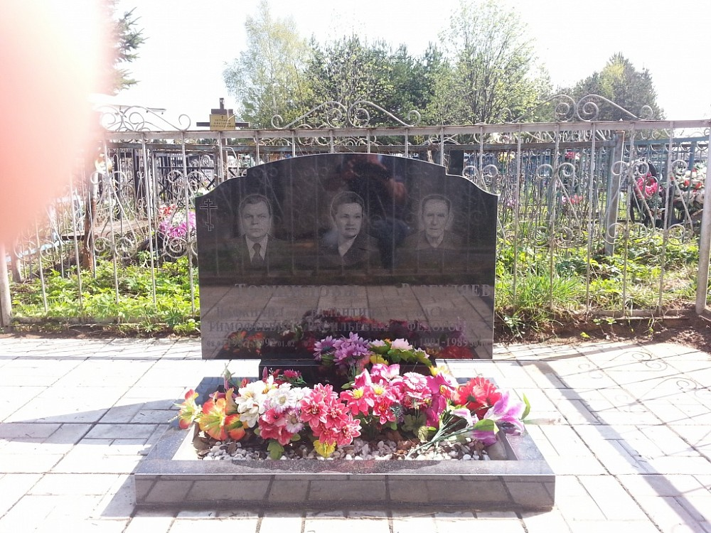 Памятник с крестом Профсоюзная Мемориальный комплекс из двух видов гранитов Мокшан